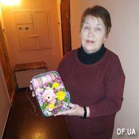 Цветы в коробке с макарунс - Фото 1