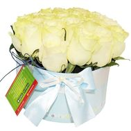 A bouquet of roses in a round box - flowers and bouquets on df.ua