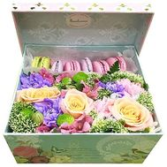 Flowers in a box with macaroni - flowers and bouquets on df.ua
