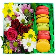 Flowers in a box with macaroons - flowers and bouquets on df.ua