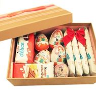 """""""Kinder surprise in the box"""" in the online flower shop df.ua"""