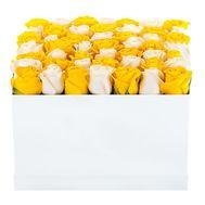 Коробка белых и желтых роз - цветы и букеты на df.ua