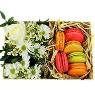 Box of flowers and sweets to buy - flowers and bouquets on df.ua