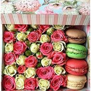 Box with sweets and flowers - flowers and bouquets on df.ua