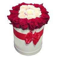 A beautiful box of white and red roses - flowers and bouquets on df.ua