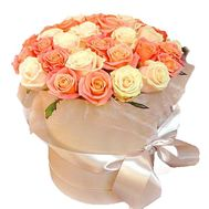 Beautiful box of white and peach roses - flowers and bouquets on df.ua
