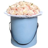 Beautiful creamy roses in a round box - flowers and bouquets on df.ua