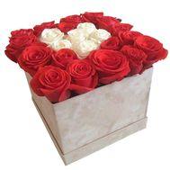 Красные и белые розы в коробке - цветы и букеты на df.ua