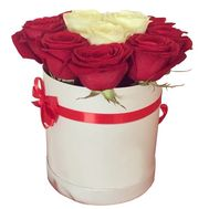 Red and white roses in a round box - flowers and bouquets on df.ua