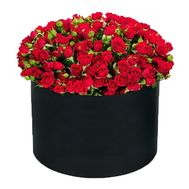 Red bush roses in a box - flowers and bouquets on df.ua