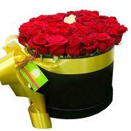 Красные розы а внутри белая в коробке - цветы и букеты на df.ua