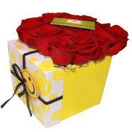Красные розы в квадратной коробке - цветы и букеты на df.ua