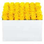 Квадратна коробка з жовтими трояндами - цветы и букеты на df.ua