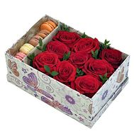 Macaroons and roses in a box - flowers and bouquets on df.ua