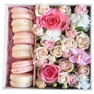 Macaroons with flowers in a box - flowers and bouquets on df.ua