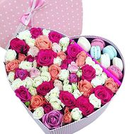 Macaroons in a box of flowers - flowers and bouquets on df.ua