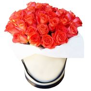 Orange roses in a round box - flowers and bouquets on df.ua