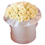 Cream roses in a round box - flowers and bouquets on df.ua