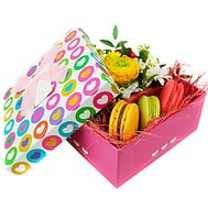 """Sweets and flowers in a box"" in the online flower shop df.ua"