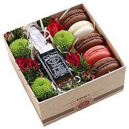 Виски с цветами и сладостями в коробке - цветы и букеты на df.ua