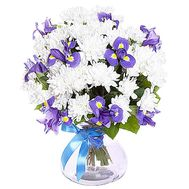 White chrysanthemum and irises in a bouquet - flowers and bouquets on df.ua