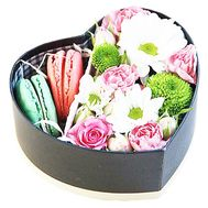 Bouquet in a box with macaroons - flowers and bouquets on df.ua
