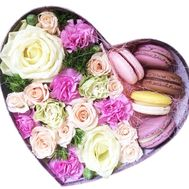 Flowers and macaroons in a box - flowers and bouquets on df.ua