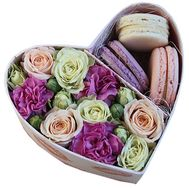 Box with flowers and pasta to buy - flowers and bouquets on df.ua