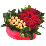 Heart of roses and chocolates - flowers and bouquets on df.ua