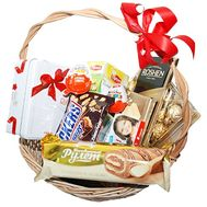 Basket with sweets as a gift - flowers and bouquets on df.ua