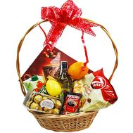 Gift basket with juice and sweets - flowers and bouquets on df.ua
