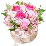 Bouquet in a round box - flowers and bouquets on df.ua