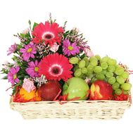 Arrangement of flowers and fruits in a basket - flowers and bouquets on df.ua