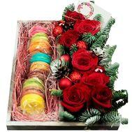 Коробка к Новому году с макарунами и цветами - цветы и букеты на df.ua