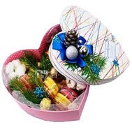 Коробка со сладостями и новогодним декором - цветы и букеты на df.ua