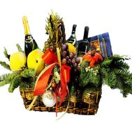 Basket:fruit, champagne, sweets - flowers and bouquets on df.ua