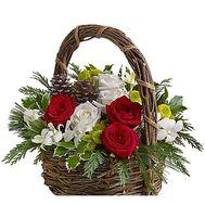 Красивая Новогодняя корзина цветов с декором - цветы и букеты на df.ua