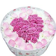 Heart of roses in a box with chrysanthemums - flowers and bouquets on df.ua
