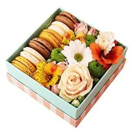 Box of flowers and macaroons - flowers and bouquets on df.ua