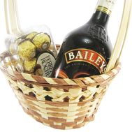 Baileys and sweets in a basket - flowers and bouquets on df.ua