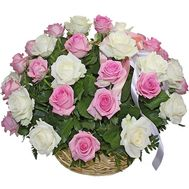 White and pink roses in a basket - flowers and bouquets on df.ua