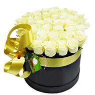 Белые розы в черной коробке - цветы и букеты на df.ua