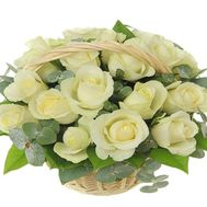 White roses in a basket for a wedding - flowers and bouquets on df.ua