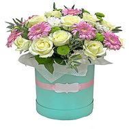 A bouquet of flowers in a box - flowers and bouquets on df.ua