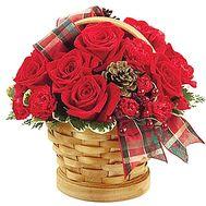 Композиция на Новый год в корзинке с шишками - цветы и букеты на df.ua