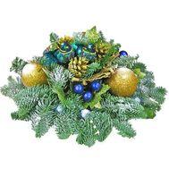 Композиция на стол на Новый год из веток сосны и игрушек - цветы и букеты на df.ua