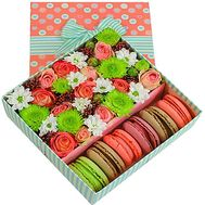 Box with flowers and pasta - flowers and bouquets on df.ua