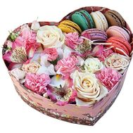 Box of macaroons with flowers - flowers and bouquets on df.ua