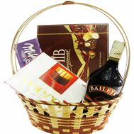 A basket of sweets and Baileys liqueur - flowers and bouquets on df.ua