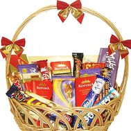 A basket of sweets to buy - flowers and bouquets on df.ua